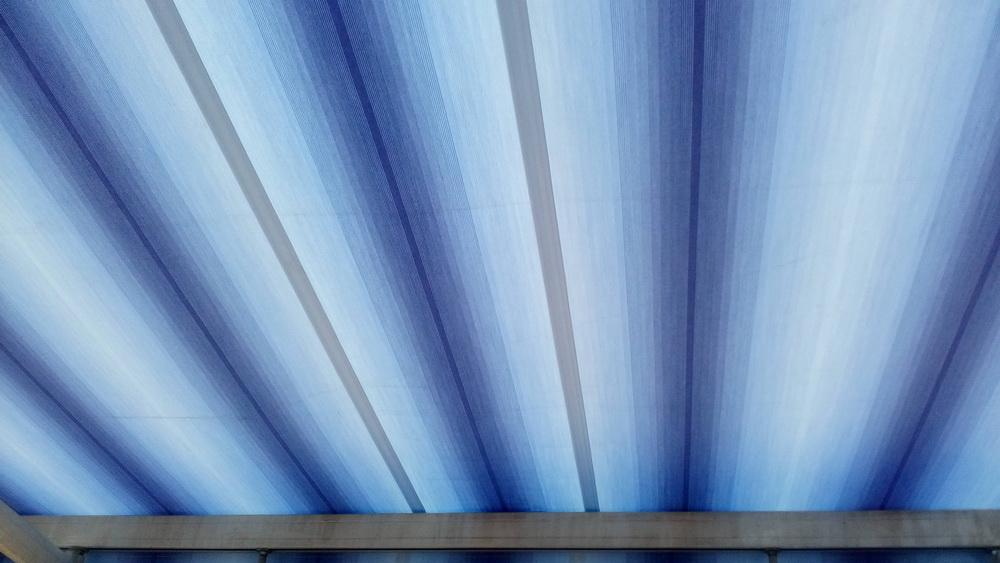 Milyen meghajtással választható a napellenző?